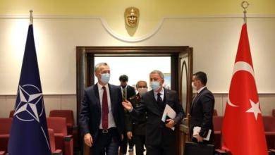 صورة وزير الدفاع التركي يبحث مع أمين حلف الناتو تطورات شرقي المتوسط وليبيا