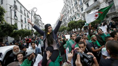 1601979461 8871552 5643 3178 42 590 - يحدث في الجزائر.. عودة المظاهرات ومعركة حول التعديلات الدستورية