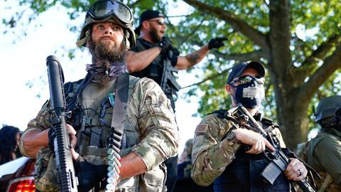 1602245374 8769809 5940 3345 34 32 - مليشيات اليمين الأمريكي.. تفاقم التوتر العرقي وتحذيرات من عنف وشيك