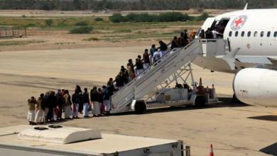 صورة وسط ترحيب أممي.. بدء تبادل الأسرى بين الحكومة اليمنية والحوثيين