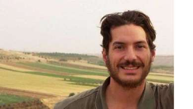 """صورة الصحفي الأمريكي المخطوف في سوريا """"تايس"""" مقابل تطبيع خليجي مع سوريا"""