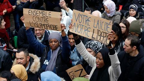 """1603262914 5245324 5702 3211 57 354 - فرنسا.. انزعاج من """"المنتجات الحلال"""" واستمرار سياسة ماكرون المعادية للإسلام"""