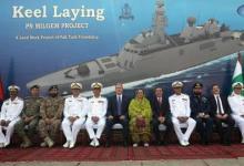صورة وزير الدفاع التركي يشارك في مراسم وضع طراد تركي بمزلقة السفن في باكستان