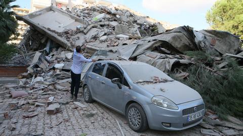 1604065554 9402828 2806 1580 14 240 - زلزال بقوة 6.6 درجة يهز ساحل تركيا على بحر إيجة