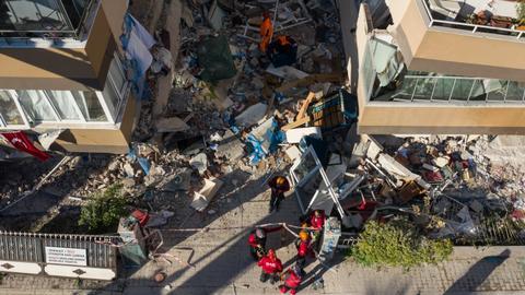 1604131134 9409915 2922 1645 12 235 - الحكومة التركية تسخر كل الإمكانيات لتلافي تداعيات زلزال إزمير