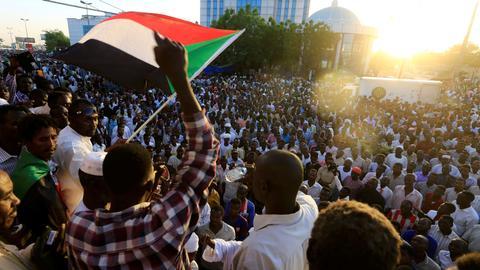 3322531 3465 1951 35 4 - التطبيع مع إسرائيل.. هل يقضي على آمال السودانيين في التحول الديمقراطي؟