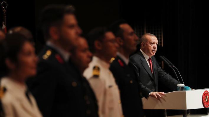 مسؤولون أتراك يدينون نشر مجلة فرنسية رسوماً مسيئة للرئيس التركي رجب طيب أردوغان