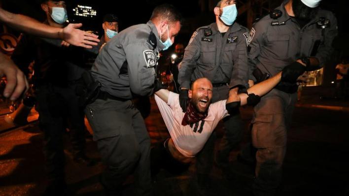 تأتي احتجاجات الإسرائيلين بعد أيام من موافقة البرلمان على قانون جديد للحد من نطاق المظاهرات
