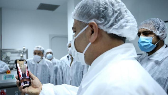 كان الرئيس التركي رجب طيب أردوغان أول شخص يزف وزير الصحة له بشرى انتقال اللقاح المحلي إلى مرحلة التجارب البشرية