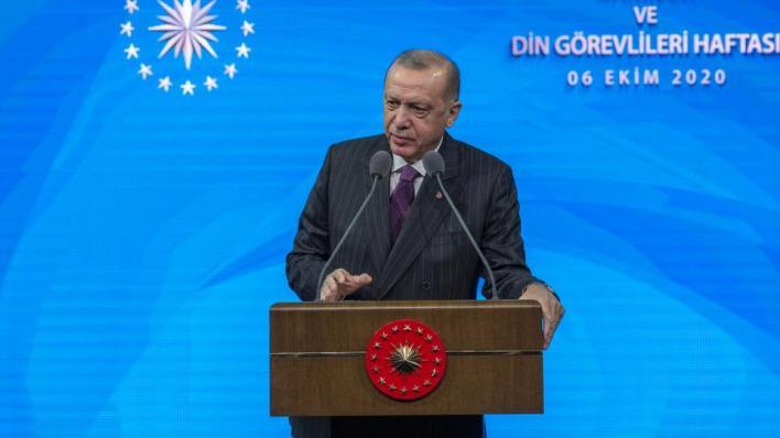 الرئيس التركي رجب طيب أردوغان ينتقد تصريحات الرئيس الفرنسي حول الإسلام