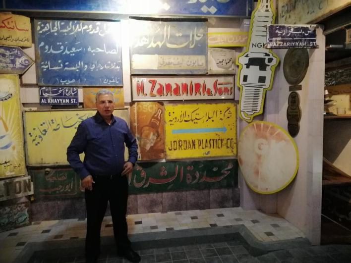 احترف خطاب الخط العربي، فبدأ منذ عام 1986 جمع اللوحات الإعلانية الكلاسيكية لتخليد ذاكرة عمان والخطاطين الكلاسيكيين