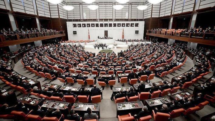 9375703 854 481 4 2 - ممثلو الأحزاب يُدينون بشدة تصريحات ماكرون المسيئة للإسلام