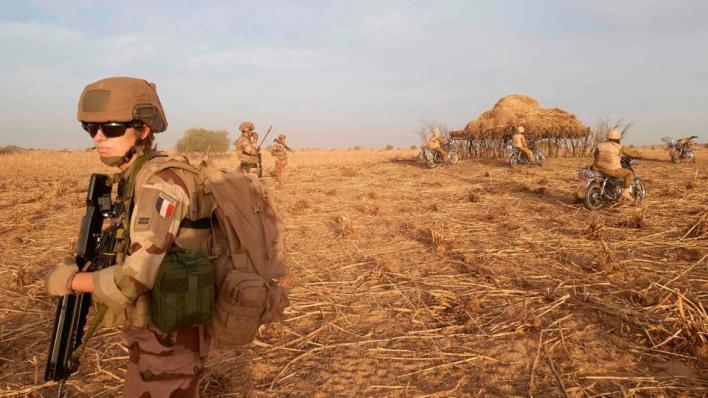 الوجود العسكري الفرنسي بقوة يبلغ عددها 4500 عسكري والمنتشرة في منطقة الساحل الإفريقي منذ 2014، تلاقي اعتراضاً من قبل عدد من دول المنطقة