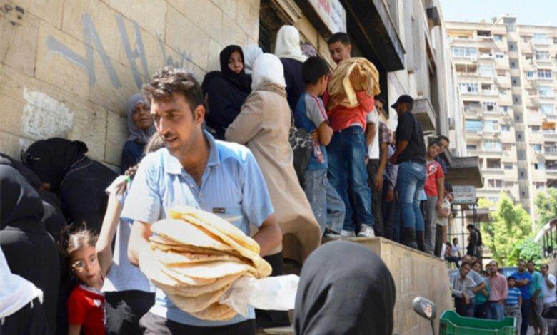 """طوابير الخبز مواقع التواصل 1 - """"جيبو خبزاتكم وتفضلوا عالغدا"""" .. هكذا غيّر الأسد عادات أهل الكرم في سوريا (فيديو) -"""