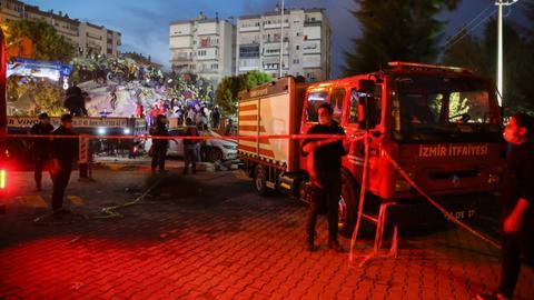 1604214859 9405675 2806 1580 3 295 - ارتفاع عدد ضحايا زلزال إزمير إلى 49 قتيلاً