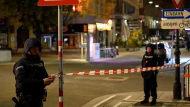 """صورة """"بطلان في فيينا"""".. شاب تركي يروي ما عاشه وصديقه في الهجوم الإرهابي بالنمسا"""