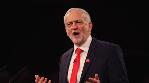 """1605765316 3660816 5417 3050 27 298 - حزب العمال البريطاني يقف زعيمه السابق كوربين بعد تقرير عن """"معاداة السامية"""""""