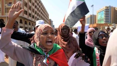 صورة وفد إسرائيلي غادر إلى السودان