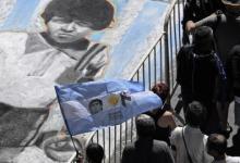 """صورة الشعب الأرجنتيني ينزل الشوارع حزناً على """"مارادونا"""" ومحاميه ينتقد بطء إنقاذه"""