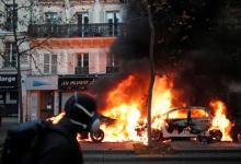 """صورة """"ضرب وحرق"""".. مواجهة احتجاج ضد عنف الشرطة الفرنسية بالغاز المسيل للدموع"""