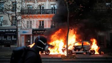 صورة قوات الأمن الفرنسية تفرق محتجين على عنف الشرطة في باريس
