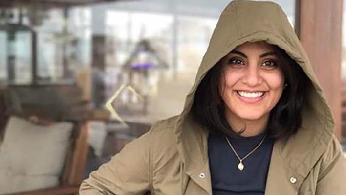لجين بدأت إضراباً عن الطعام منذ آخر شهر أكتوبر/تشرين الأول الماضي، احتجاجاً على التعذيب والانتهاكات التي تعرضت لها داخل المعتقلات السعودية