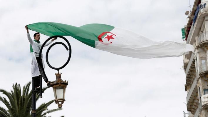بدء التصويت في استفتاء التعديلات الدستورية أحد مطالب الحراك الشعبي الجزائري العام الماضي