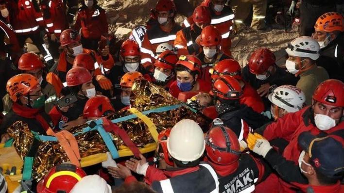 آفاد أشارت إلى أن الفرق المعنية تواصل أعمال البحث والإنقاذ في 8 مبانٍ سكنية هدمها الزلزال الذي بلغت قوته 6.6 درجات