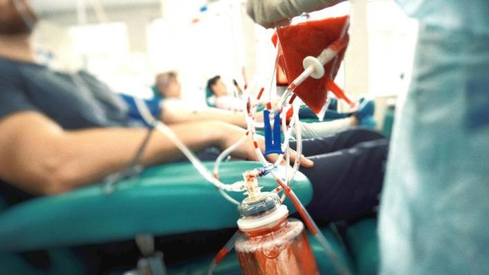 منع المصاب بالإيدز أو أيّ شخص قد تعاطى المخدرات سابقاً من التبرع بالدّم بشكل دائم
