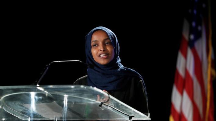 النائبة المسلمة إلهان عمر تفوز بولاية ثانية في الكونغرس