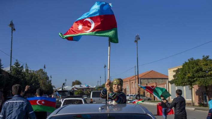 أذربيجان تحتفل بيوم العلم وتحرير بعض المدن في إقليم قره باغ المحتل