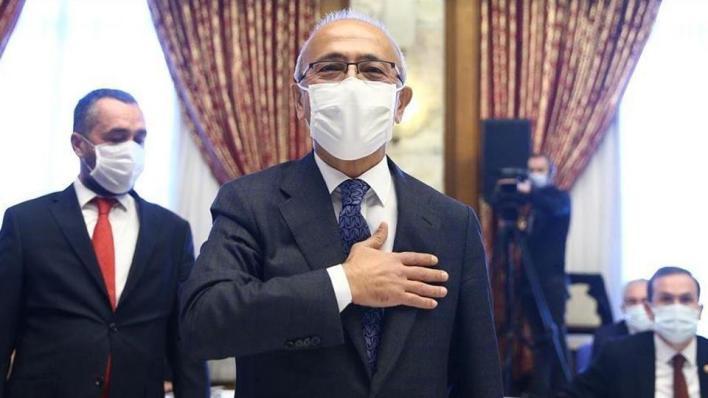 وزير الخزانة والمالية التركي الجديد لطفي ألوان يؤدي اليمين الدستورية أمام البرلمان