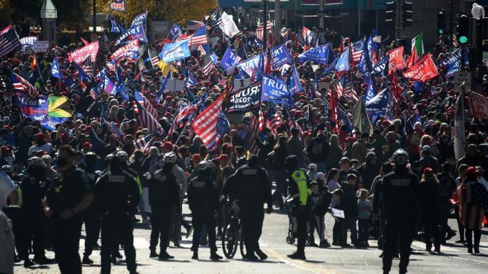 جانب من المسيرات المؤيدة لدونالد ترمب في معركته القضائية ضد منافسه الفائز بالرئاسة جو بايدن