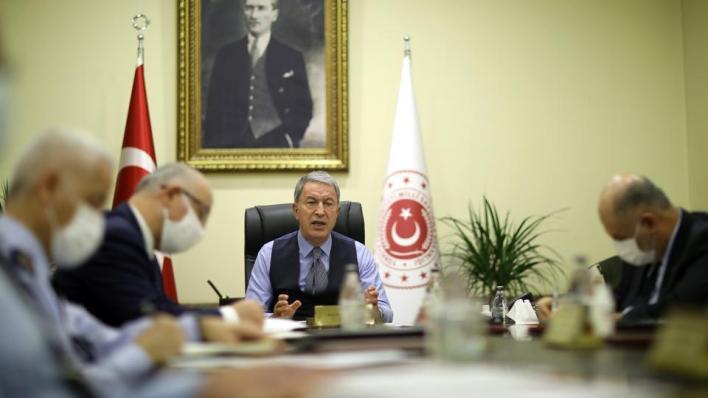 وزير الدفاع التركي خلوصي أقار يعلن عقد اجتماعات بين الوفدين العسكريين التركي والروسي بشأن