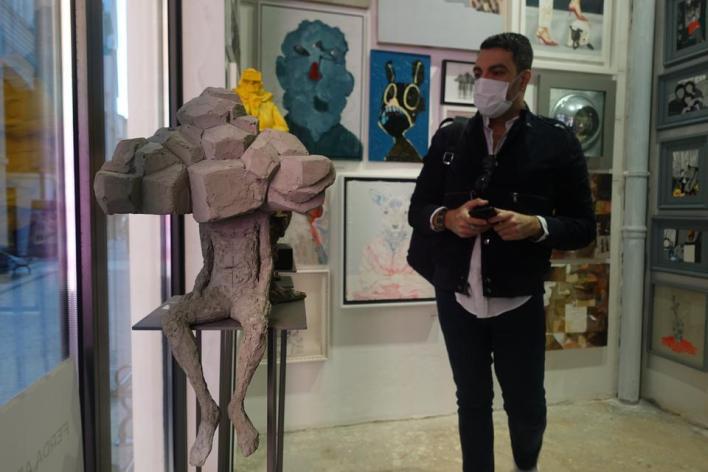 يحتوي Step Istanbul على 25 معرضًا ، وحوالي 30 مشاركًا وحوالي 250 فنانًا.