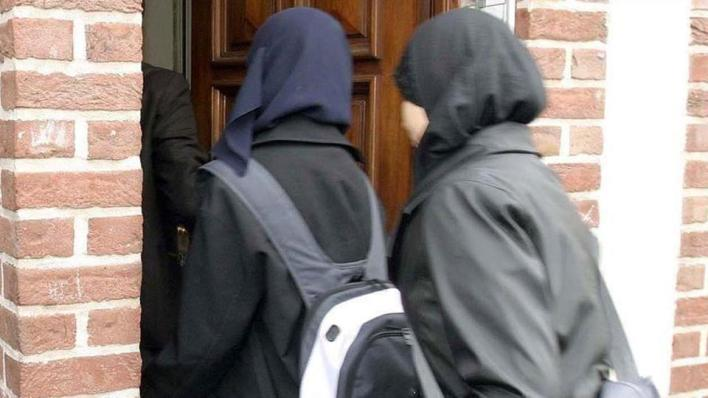 9566766 854 481 4 2 - القضاء السويدي يلغي قرار حظر الحجاب بالمدارس