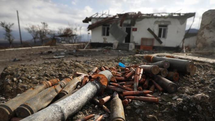 تسبب انفجار لغم في استشهاد جندي أذربيجاني وإصابة عسكري روسي