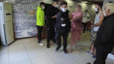 صورة مغربية تكـ.ـسر أساس غرفة فندق في اسطنبول بعد شـ.ـجار مع صديقها والشرطة تعتـ.ـقلها بصـ.ـعوبة