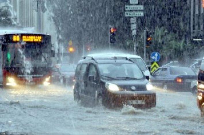 aa picture 20151024 6613247 web - بالصور و الفيديو أمطار غزيرة في إزمير تتسبب بالفيضانات والسيول