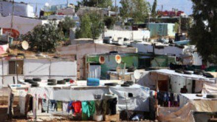 في لبنان 300x169 - قرار عاجل بخصوص اللاجئين السوريين في لبنان تصدره الحكـ.ـومة اللبنانية