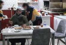 صورة حادثة غريـ.ـبة من نوعها.. رجل تركي يطعـ.ـن زوجته السابقة على الإفطار في ولاية كوتاهيا(فيديو)