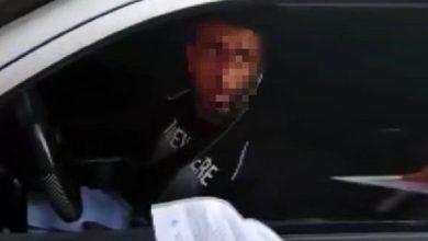 صورة ضابط تركي يتنكر بملابس المدنيين ويوقع بمواطن سوري ويقوم بتغـ.ـريمه بالاف الليرات التركية (فيديو)