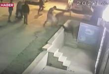 صورة شاهد بالفيديو.. الشرطة التركية تقوم بترحـ.ـيل أربع أجانب لهذا السبب