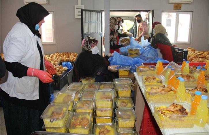 thumbs b c 758dc2bf099ce9d44d09fd34e7d1662a - شاهد.. جمعية تركية تبدأ بتوزيع إفطار يومي في هذه المنطقة
