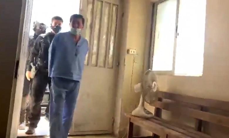 عوض الله - بدء محـ.ـاكمة المتهمين بمحاولة الانقـ.ـلاب في الأردن وظهور عوض الله بالبدلة الزرقاء.. فيديو