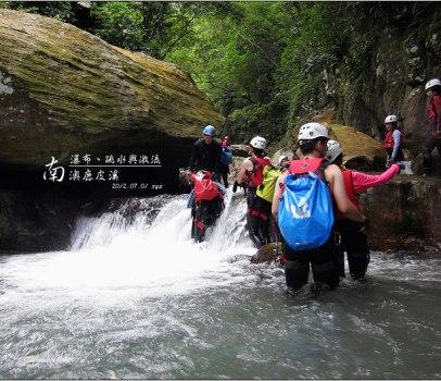 【宜蘭 溯溪】 南澳鹿皮溪、金岳瀑布 | 瀑布、跳水與激流