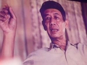 Sastrawan Ahmad Tohari (foto koleksi Yayasan Achmad Bakrie)