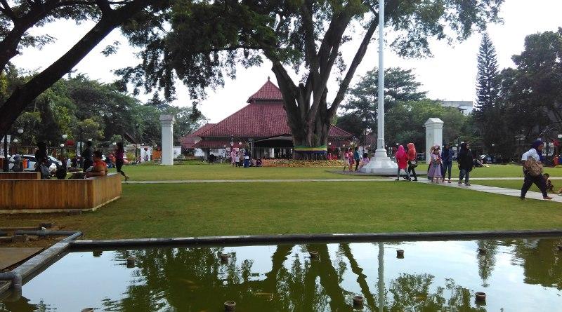 Berkunjung ke Pendopo Rumah Walikota Bandung
