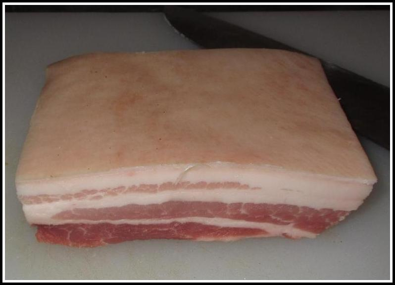 A slab of pork belly suitable for Dongpo Pork