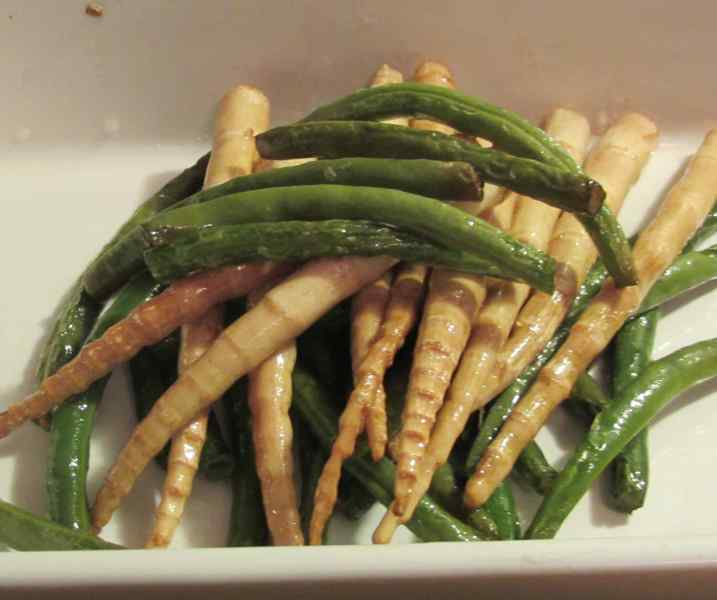Bamboo shoots which have been pre-cooked by deep-frying